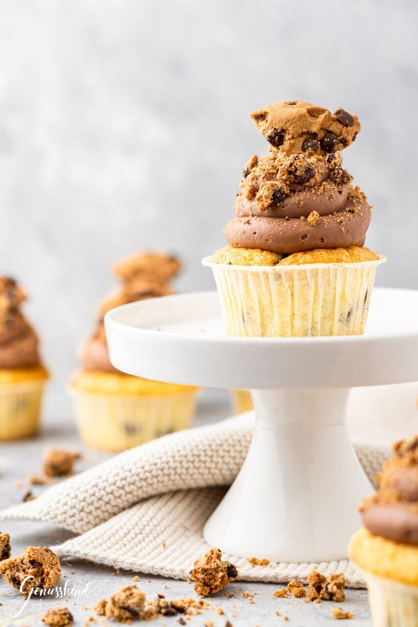 chocolate-chunk-cupcakes2
