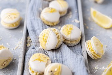 white-chocolate-lemon-macarons