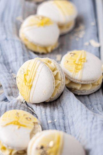 white-chocolate-lemon-macarons