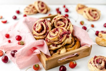Kirsch-Erdbeer Schnecken