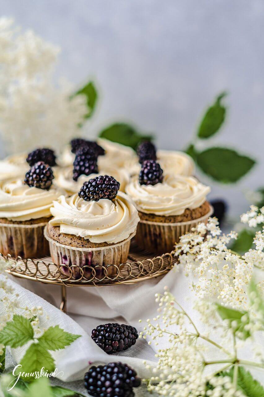mohn-holunder-cupcakes-brombeeren2