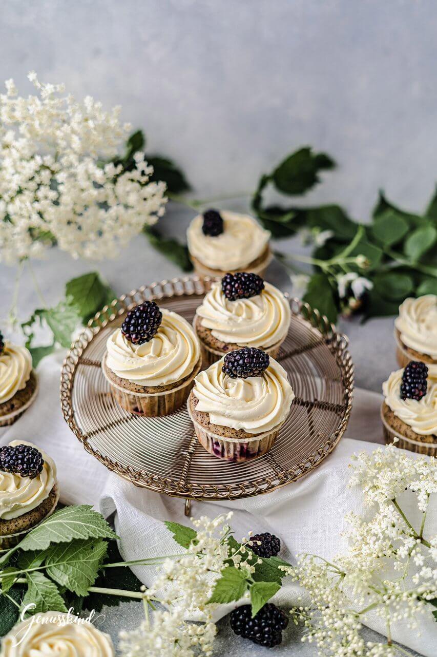 mohn-holunder-cupcakes-brombeeren3